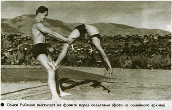Семен Рубанов выступает перед солдатами на фронте